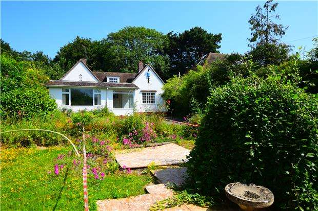 3 Bedrooms Detached Bungalow for sale in St. Helens Down, HASTINGS, East Sussex, TN34 2BG