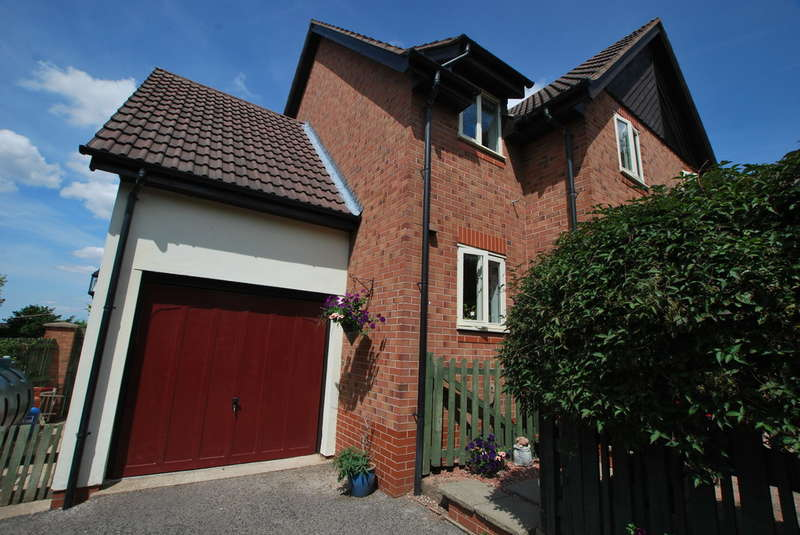 3 Bedrooms Semi Detached House for sale in Barnaby Chase, Clutton, Chester
