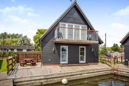 4 Bedrooms Detached House for sale in Ferry Lane, Horning