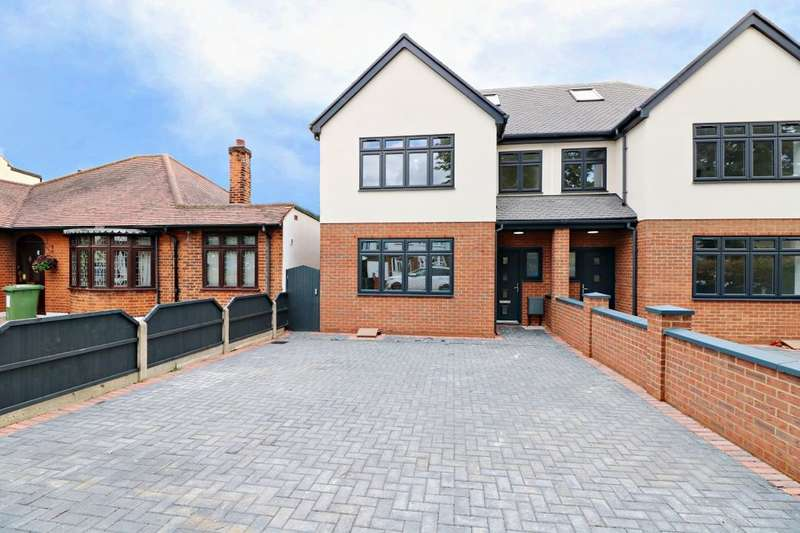 4 Bedrooms Semi Detached House for sale in Mashiters Walk, Marshalls Park, Romford, RM1