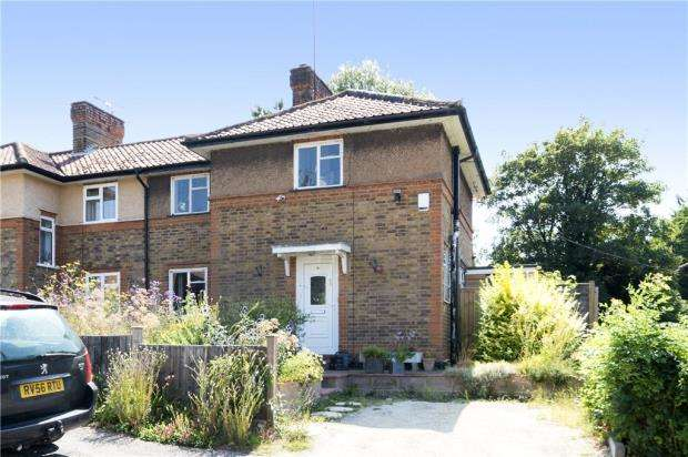 3 Bedrooms Semi Detached House for sale in Brookfield Road, Wooburn Green, High Wycombe
