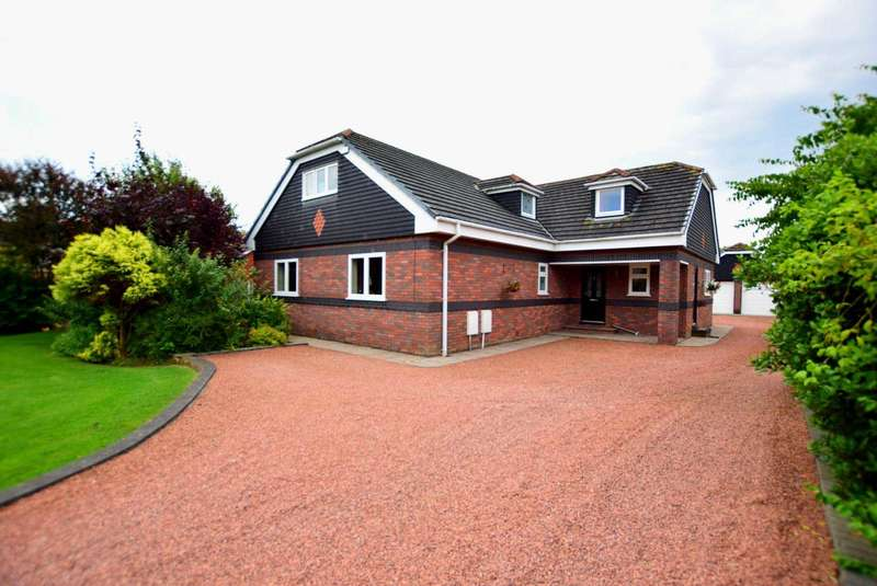 4 Bedrooms Detached House for sale in Hawksview, Division Lane, FY4 5EA