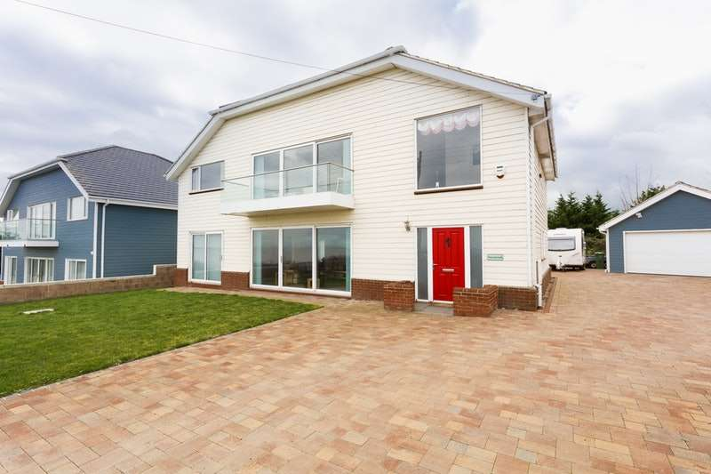 5 Bedrooms Detached House for sale in Cliff Drive, Sheerness, Kent, ME12
