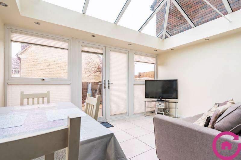 3 Bedrooms Terraced House for sale in Wisteria Court, Cheltenham