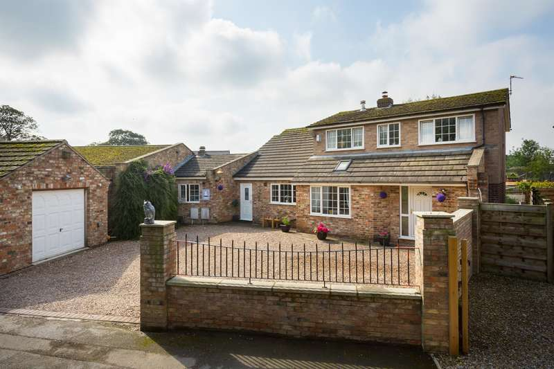 4 Bedrooms Link Detached House for sale in The Village, Haxby, York, YO32 2JH