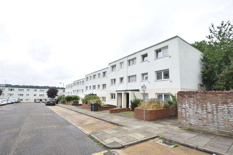 2 Bedrooms Apartment Flat for sale in Essex Close, Luton