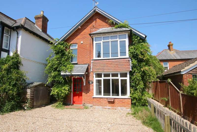 3 Bedrooms Detached House for sale in Broughton Road, Lyndhurst, Hampshire