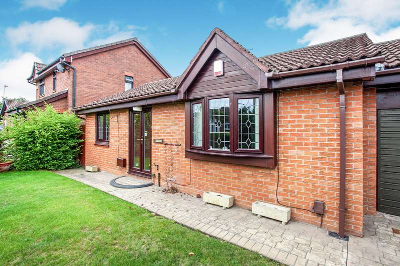 3 Bedrooms Detached Bungalow for sale in Felltop Drive, Reddish Vale, Stockport, Cheshire, SK5
