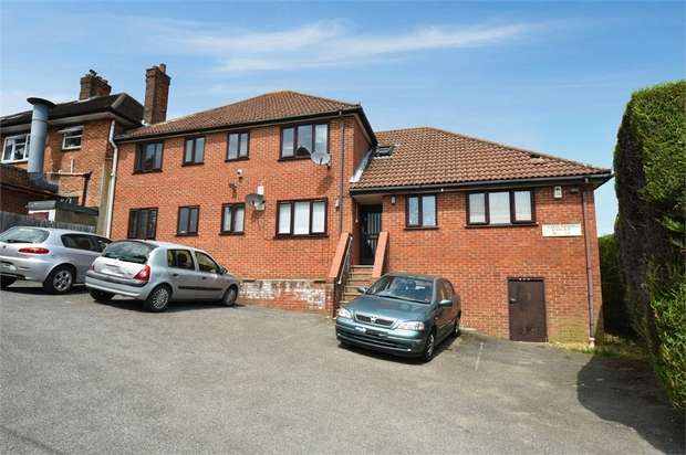 1 Bedroom Flat for sale in Chiltern Avenue, High Wycombe, Buckinghamshire