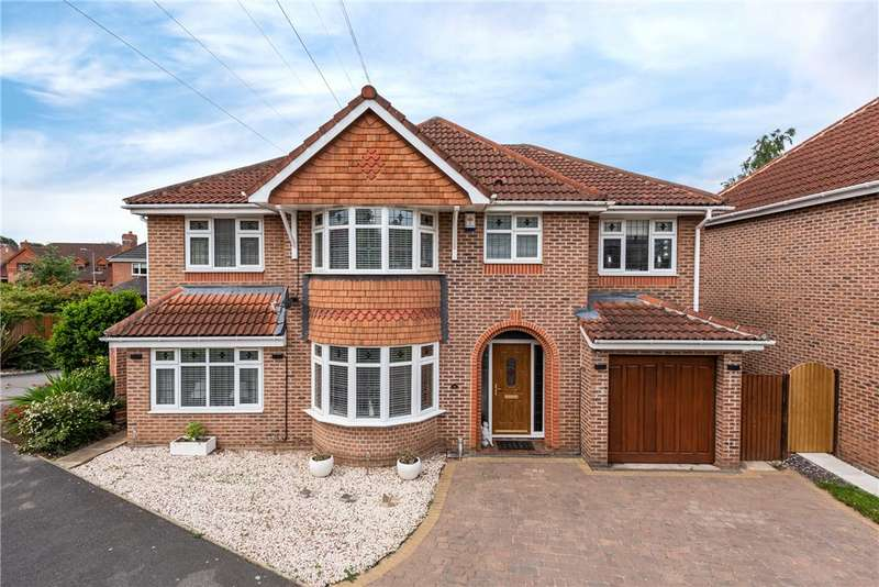 4 Bedrooms Detached House for sale in Howcroft Gardens, Sandal, Wakefield