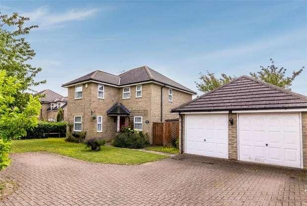 5 Bedrooms Detached House for sale in Alvescot Road, Carterton, Oxfordshire