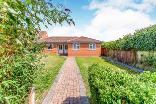 2 Bedrooms Bungalow for sale in Flack Gardens, Hoo, Rochester, Kent