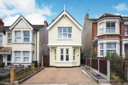 3 Bedrooms Detached House for sale in Westcliff-On-Sea, Essex, .