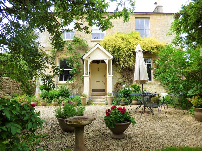 4 Bedrooms Detached House for sale in 61 Albion Street, Stratton, Cirencester