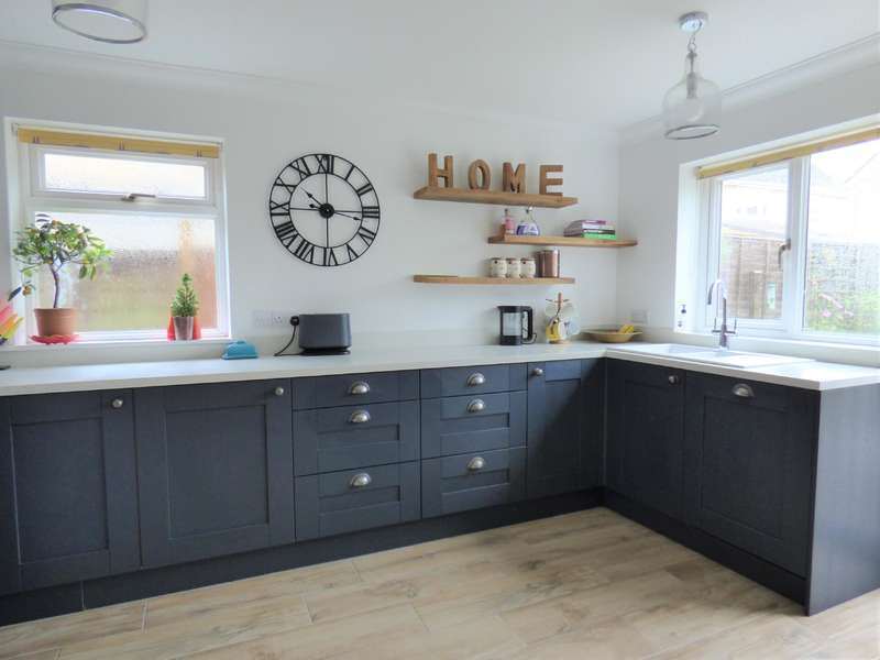 4 Bedrooms Semi Detached House for sale in Alexander Drive, Cirencester, Gloucestershire