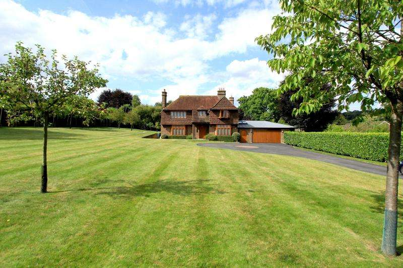 4 Bedrooms House for sale in Coombe Lane, Naphill