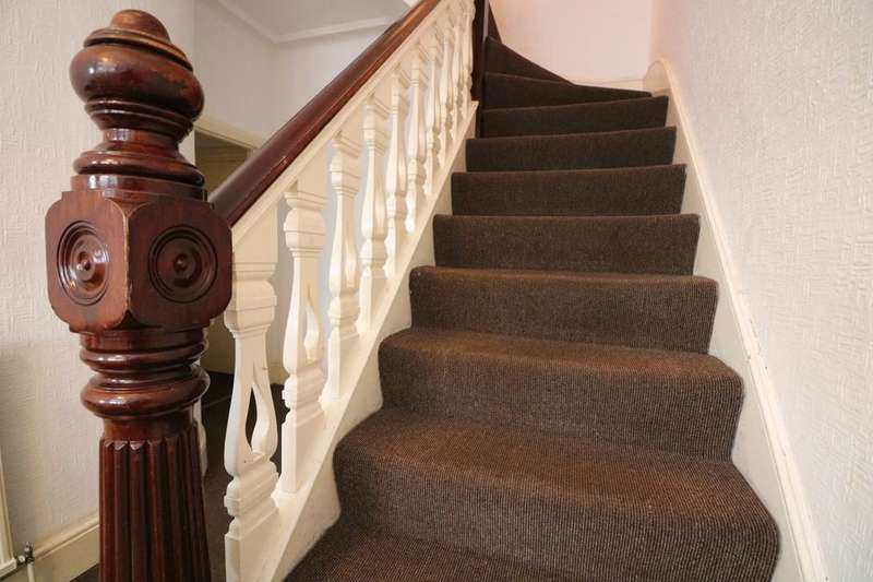 3 Bedrooms Terraced House for sale in Cranbrook Rise, Ilford, IG1