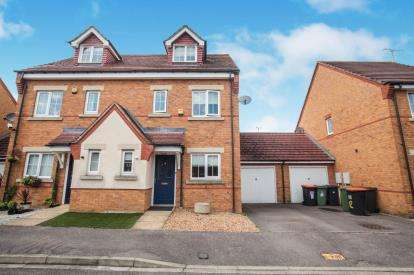 3 Bedrooms Semi Detached House for sale in Brook Close, Dunstable, Bedfordshire, England