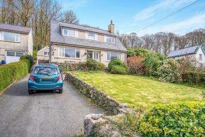 3 Bedrooms Detached House for sale in Caernarfon Road, Beddgelert, Caernarfon, Gwynedd, LL55