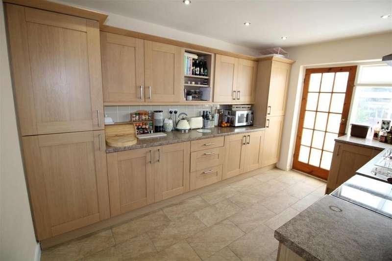 3 Bedrooms Semi Detached House for sale in Eastfield Way, Caerleon, Newport