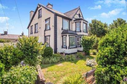 10 Bedrooms Detached House for sale in Maeshyfryd Road, Holyhead, Sir Ynys Mon, LL65