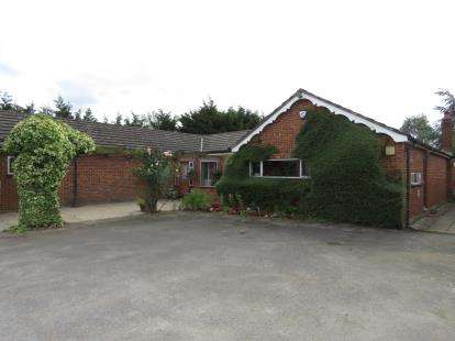 5 Bedrooms Bungalow for sale in Stapleford Abbotts, Romford, Essex