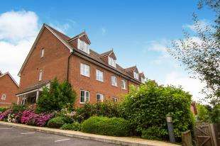 4 Bedrooms Semi Detached House for sale in Treetops Way, Heathfield, East Sussex, United Kingdom