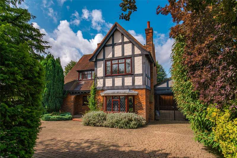 4 Bedrooms Detached House for sale in The Beacons, Loughton, Essex, IG10