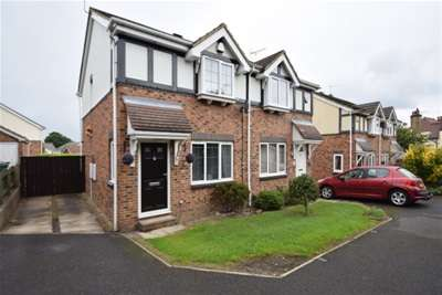 2 Bedrooms Semi Detached House for rent in Earlswood Mead, Pudsey