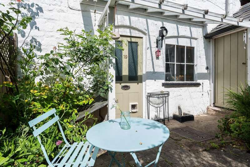 2 Bedrooms Cottage House for sale in Old Stroud, Stroud