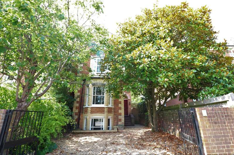 4 Bedrooms Detached House for sale in Brownlow Road, Reading