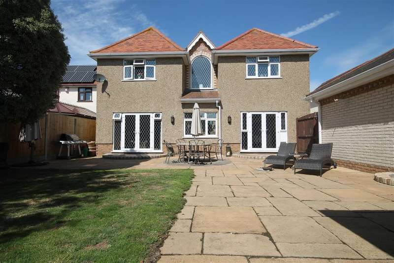 4 Bedrooms Detached House for sale in Highview Avenue, Great Clacton