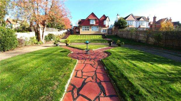 7 Bedrooms Detached House for sale in Nevill Avenue, Eastbourne
