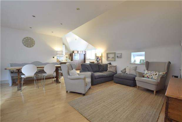 2 Bedrooms Flat for sale in Lyefield Court, Charlton Kings, Cheltenham, GL53