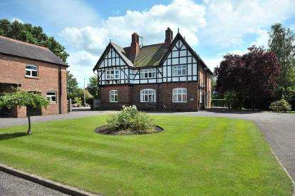 5 Bedrooms Detached House for sale in Nantwich Road, Wimboldsley, Middlewich, Cheshire