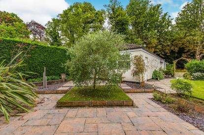 4 Bedrooms End Of Terrace House for sale in Kirklevington Hall Drive, Kirklevington, Yarm
