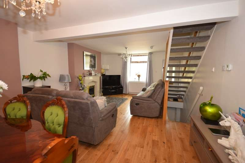 2 Bedrooms Semi Detached House for sale in Huddersfield Road, Stalybridge, Greater Manchester, SK15