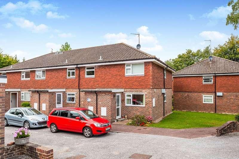 2 Bedrooms Apartment Flat for sale in Bucklers Close, Tunbridge Wells, Kent, TN2