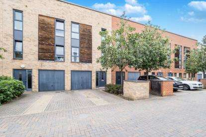 4 Bedrooms Town House for sale in Dagenham