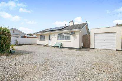 2 Bedrooms Bungalow for sale in Camborne, Cornwall, .
