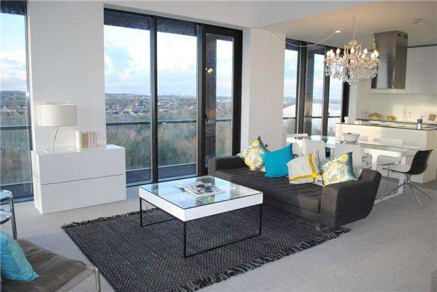 2 Bedrooms Flat for sale in Lake Shore, Lake Shore Drive, Bristol, BS13 7BH