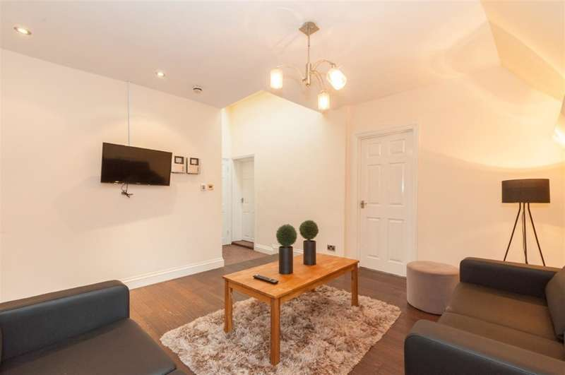 4 Bedrooms Flat for rent in St. Johns House, Merrion Street, Leeds, LS2 8JE