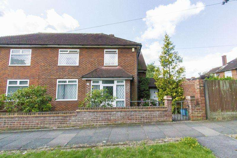3 Bedrooms Semi Detached House for sale in Manford Way, Chigwell