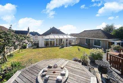 3 Bedrooms Bungalow for sale in Torquay, Devon