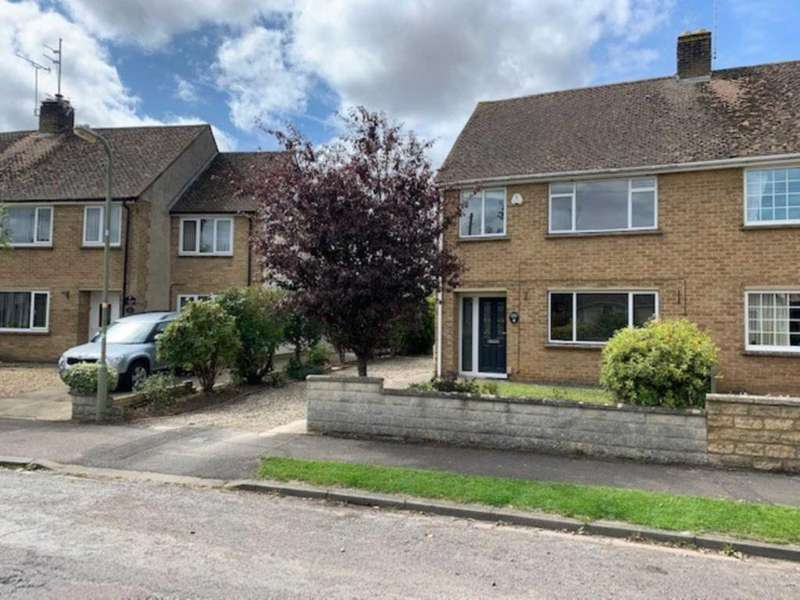 3 Bedrooms Semi Detached House for rent in Orchard Way, Witney