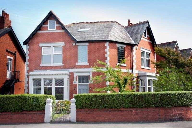5 Bedrooms Detached House for rent in Mythop Road, Lytham