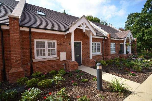 2 Bedrooms Terraced Bungalow for sale in Terrace Road North, Binfield, Berkshire