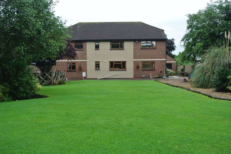 6 Bedrooms Detached House for sale in Netheridge Close, Gloucester