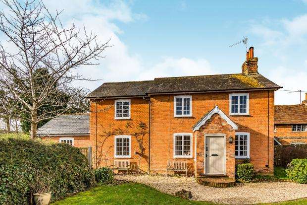3 Bedrooms Detached House for sale in Silchester, Reading, Berkshire