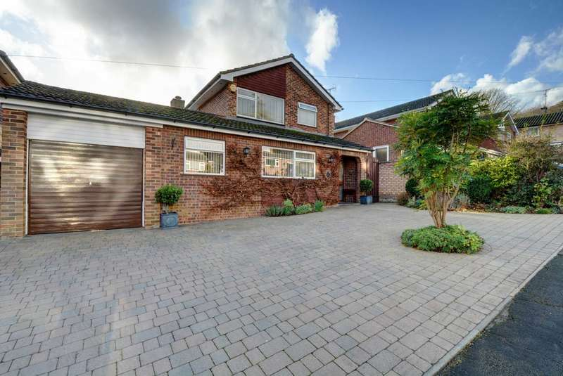 4 Bedrooms Detached House for sale in Badgebury Rise, Marlow Bottom